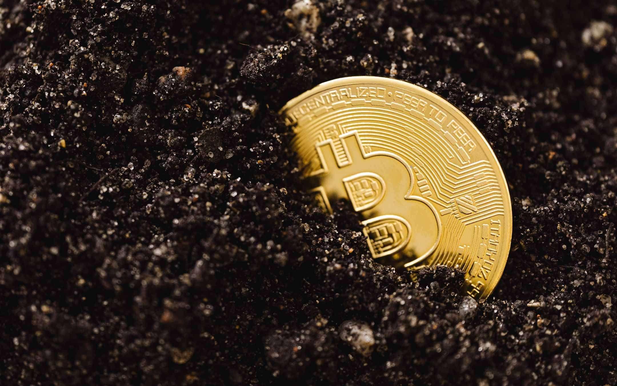 Bitcoin in calo: è il momento di investire?