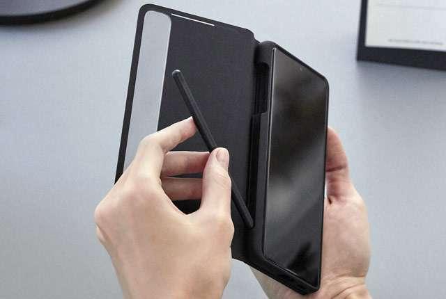 Samsung Galaxy S21 Ultra con supporto al pennino S Pen