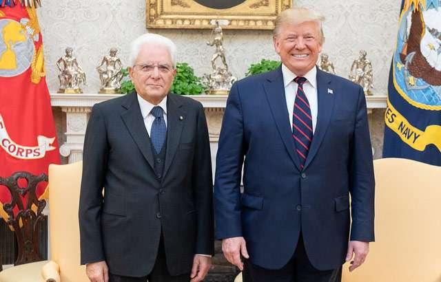 Mattarella e Trump durante un incontro del 2019