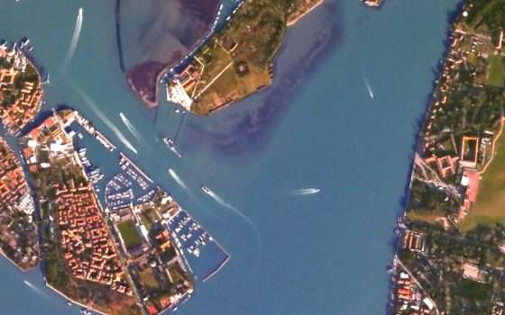 Fotografa Venezia dal satellite, grazie a Canon