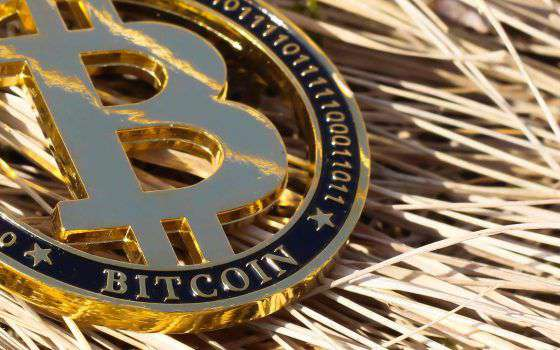 Bitcoin supera i 48000 dollari, nuovo record