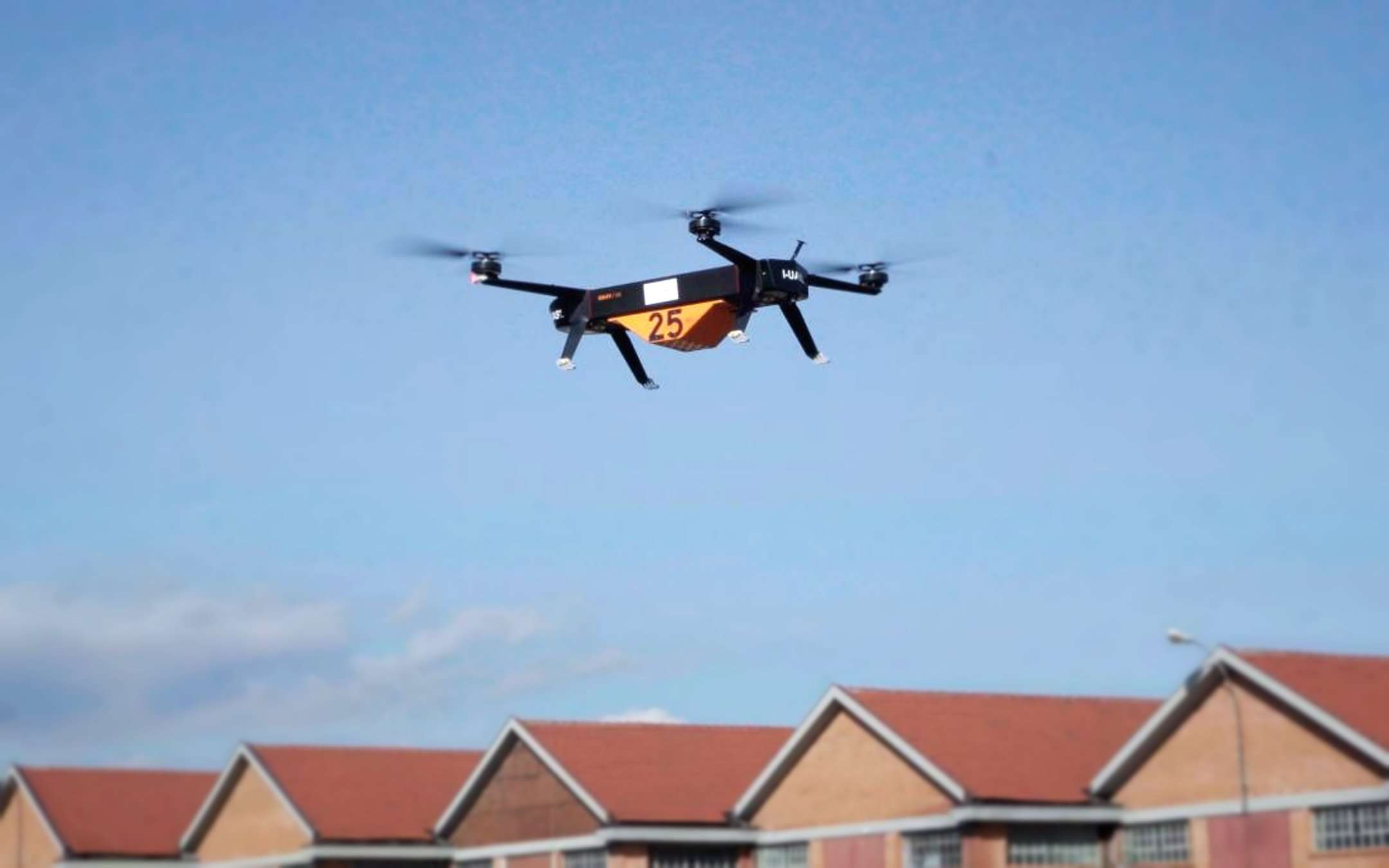 Turin, the first drone for freight transport in flight