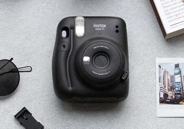 La fotocamera istantanea Fujifilm Instax mini 11
