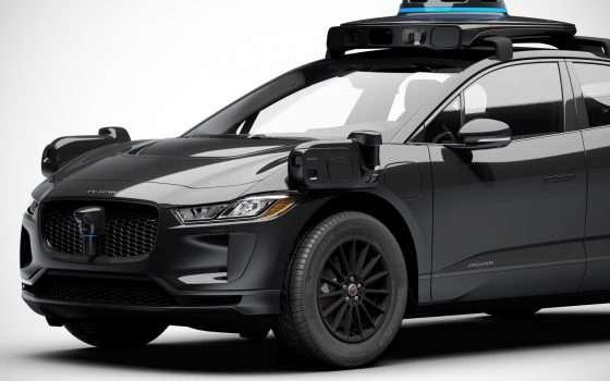 Guida autonoma: la Jaguar I-Pace di Waymo, nera