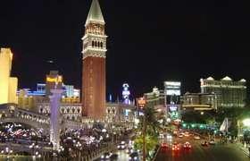 Una veduta della celebre Strip di Las Vegas, la strada dei casinò