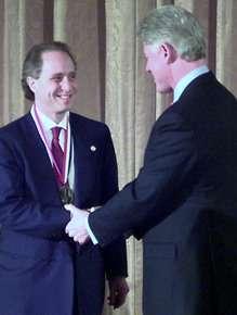 Lo scienziato premiato dall'ex presidente americano Clinton