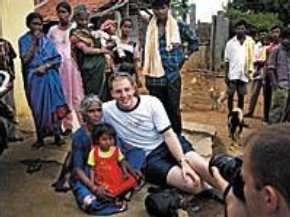 Un giovane APM in un villaggio indiano