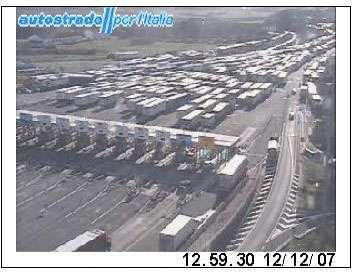 L'immagine catturata dalla telecamera di Autostrade SPA sulla diramazione Roma Nord