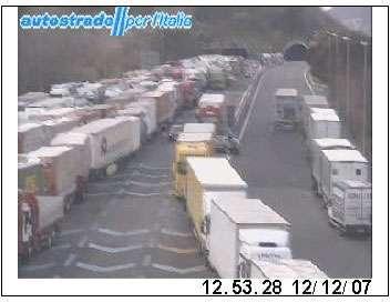 L'immagine catturata dalla telecamera di Autostrade SPA al casello di Salerno della A30