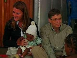 il celebre businessman insieme alla moglie e ad alcuni bambini