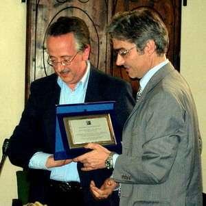 Marco Calamari del PWS premia Maurizio Turco - Eroe della privacy per i Big Brother Awards