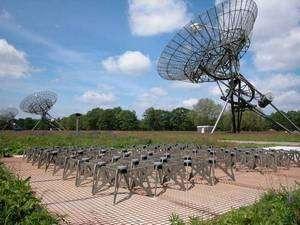 Il LOFAR europeo per scrutare i cieli - Antenne a parabola e a terra, a pannello