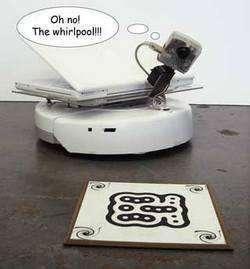 il robottino di fronte al Whirlpool...