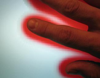 La mano sullo schermo