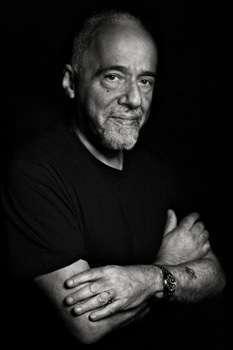 Lo scrittore brasiliano Paulo Coelho