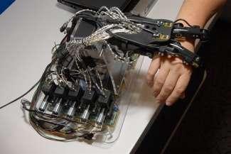 Un prototipo di braccio robotico presentato da Intel