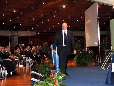 Steve Ballmer parla alla platea Milanese