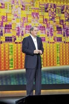 Paul Otellini sul palco del CES 2010