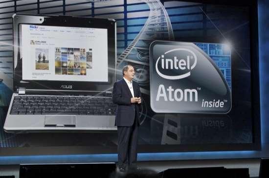 Paul Otellini sul palco del CES 2010 parla dei nuovi Atom