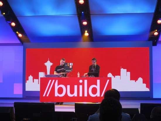 DJ sul palco di Build 2012