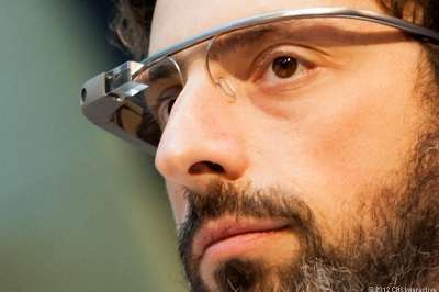 sergey brin indossa google glass