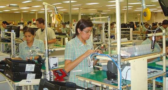 Catena di montaggio in un impianto brasiliano di Samsung