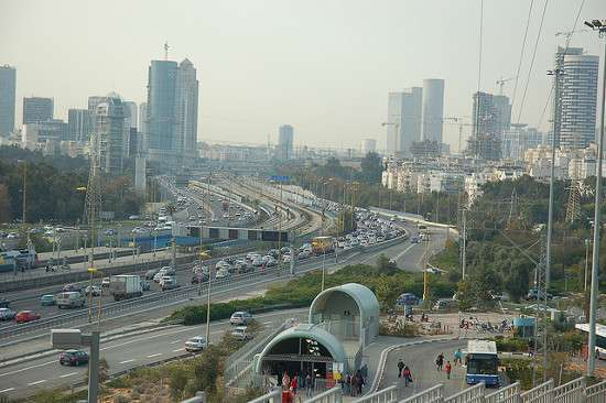 Morning Traffic - Tel Aviv di David King, licenza CC BY 2.0