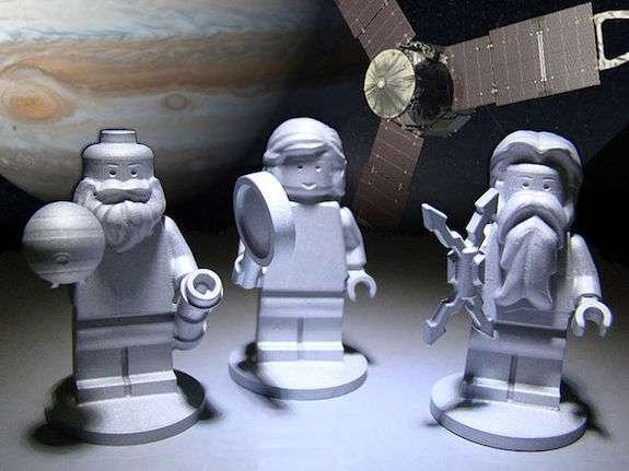 le tre figurine lego a bordo di juno