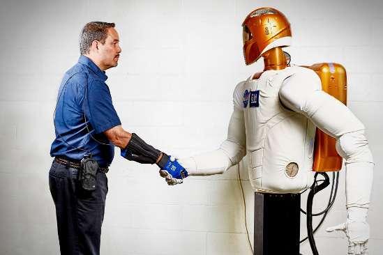 General Motors, dalle auto ai guanti robotici