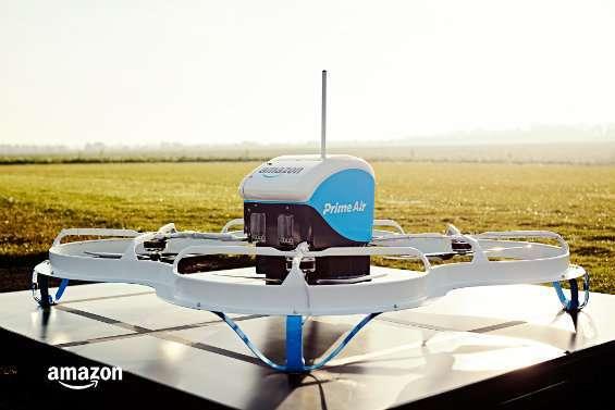Amazon Prime Air consegna il primo pacco con drone